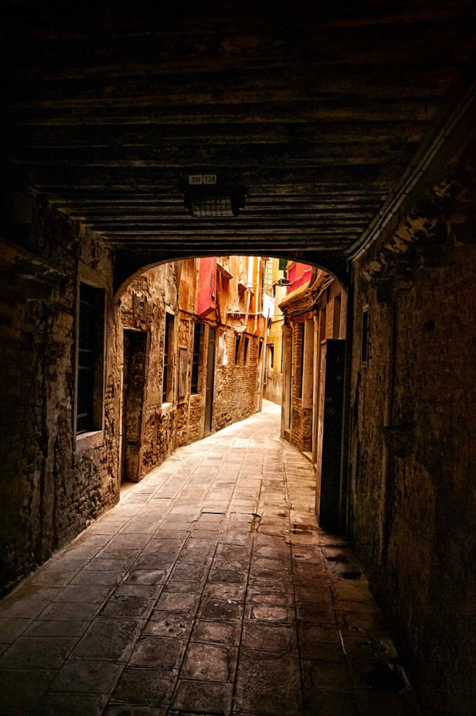 Photo of a winding back street of Venice, Italy, by visionbypixels.com